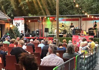 Band op terras van Hof van Colmschate