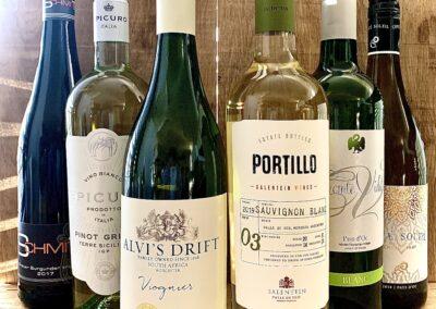 Selectie witte wijnen in slijterij