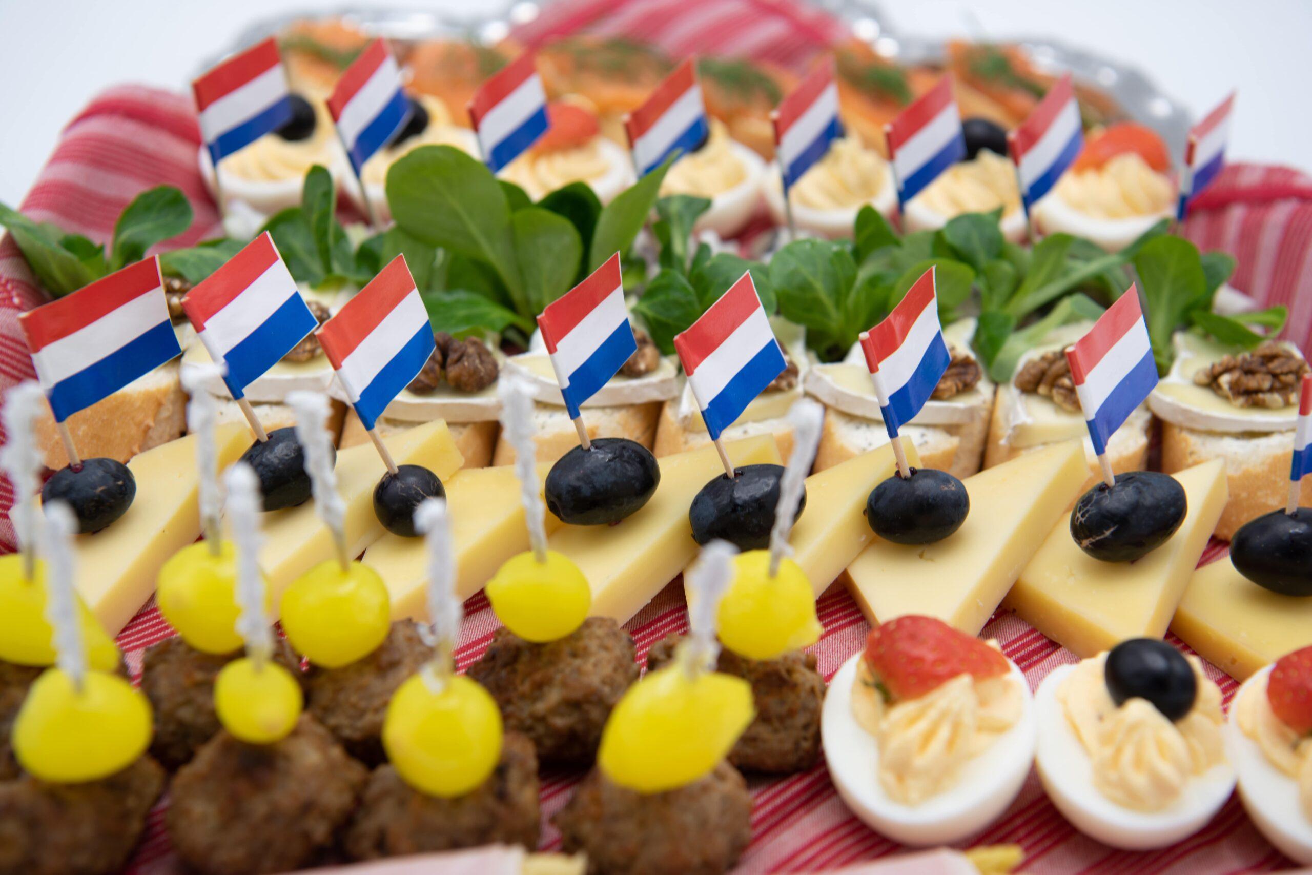 Hapjes met Nederlandse vlag